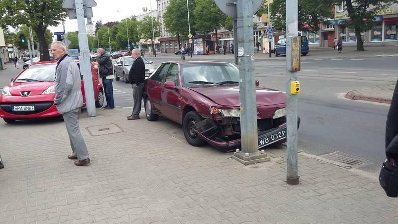 Zderzenie na skrzyżowaniu ulic Zamkowej i Traugutta.