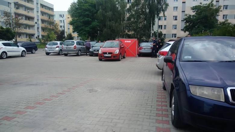 W samochodzie zaparkowanym przed blokiem przy Baryckiej 2 znaleziono ciało mężczyzny.