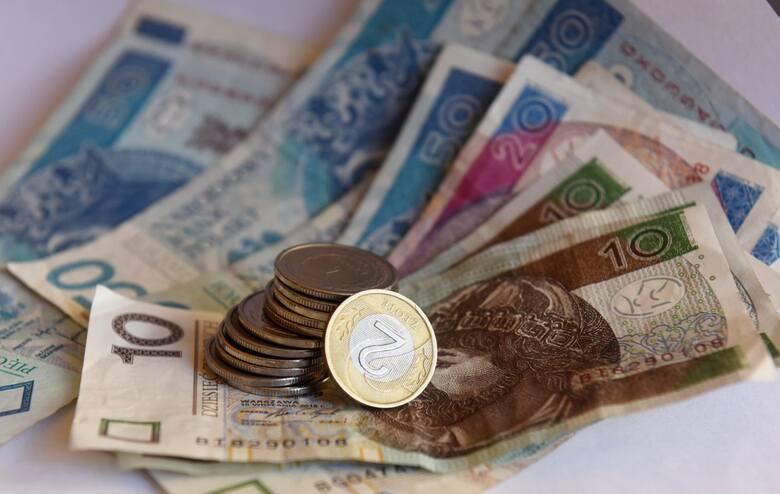 Wyższe emerytury nawet o 3900 złotych! Polski Ład nieźle namiesza w portfelach Polaków. Część osób starszych pobierających emerytury bardzo znacząco