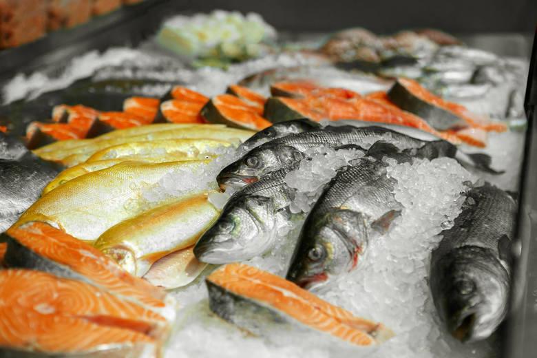 Ryby hodowlaneRyby same w sobie nie są szkodliwe dla naszego zdrowia, jednak te hodowlane - już owszem. Wszystko dlatego, że zwierzęta żyjące w ogromnym