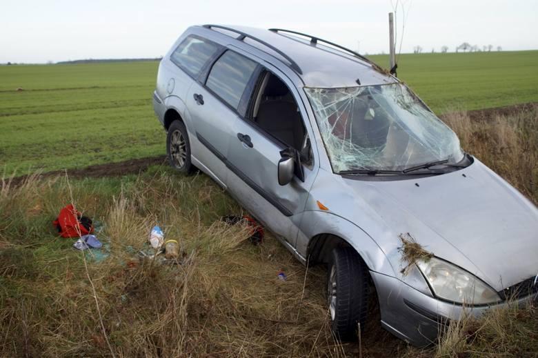 W niedzielę (15 grudnia) doszło do kolizji w Głobinie. Kierowca stracił panowanie nad pojazdem, wjechał do rowu i dachował. Jak się dowiedzieliśmy kierowca