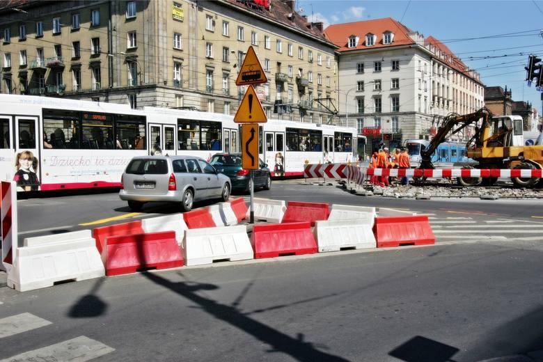 Miejskie Przedsiębiorstwo Komunikacyjne szykuje się do wymiany rozjazdów i skrzyżowań w trzech bardzo ruchliwych miejscach we Wrocławiu. Będą się one