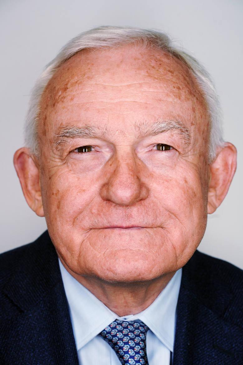 Leszek Miller (ur. 1946 r.) - były premier, jeden z twórców Sojuszu Lewicy Demokratycznej, dwukrotnie jego przewodniczący. Działacz PZPR w okresie PRL. Obecnie poseł do europarlamentu.