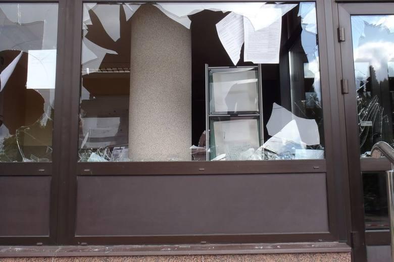 Urząd miejski w Łapach zaatakowany przez wandala