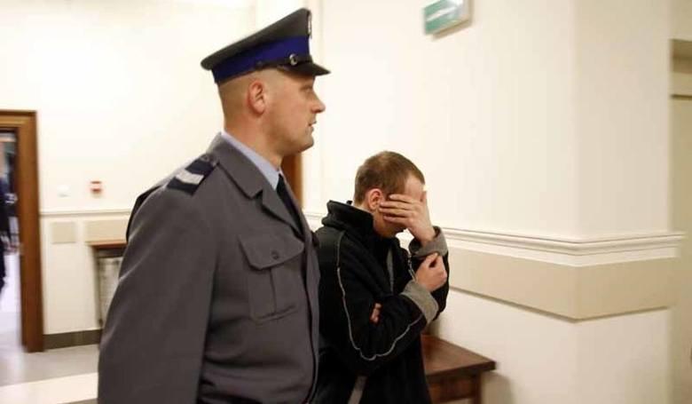 <strong>Mężczyźni poznali się na czacie. Jeden z nich nie żyje.</strong><br /> <br /> Zdaniem prokuratury, Wojciech P. udusił swojego znajomego, którego poznał na czacie dla homoseksualistów. Potem okradł jego mieszkanie.