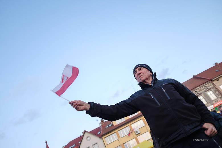 Wybory. Prezydent Andrzej Duda z tytułem honorowego obywatela Zakliczyna. Był zgrzyt. Ludowa kapela i dziecięcy chór kontra KOD [ZDJĘCIA]