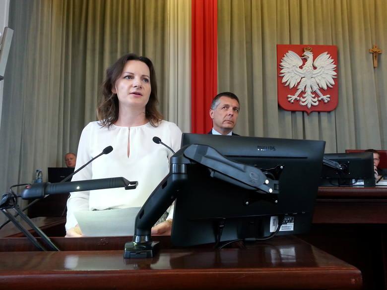 Radni SLD Małgorzata Moskwa-Wodnicka i Maciej Rakowski zaprezentowali projekt uchwały - apelu w sprawie przeciwdziałania dalszemu wzrostowi cen paliw