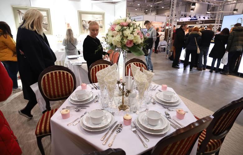 Targi ślubne w hali Expo. Ponad 120 wystawców prezentuje stroje, obrączki i akcesoria ślubne