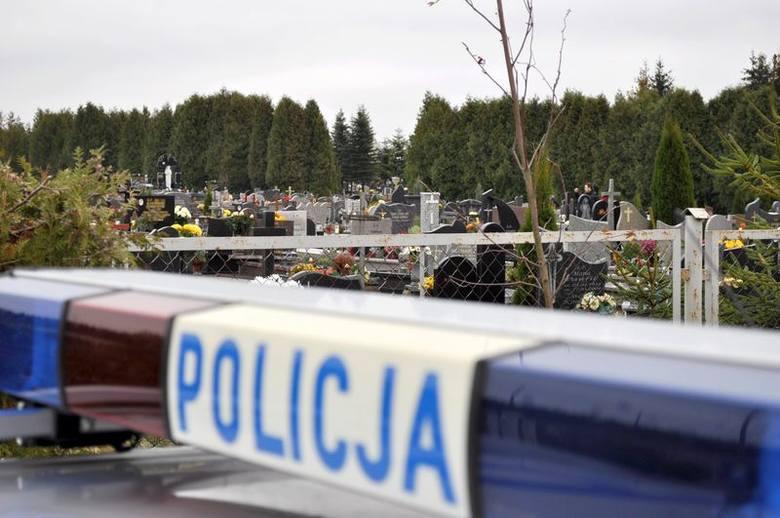 """W związku z dniem Wszystkich Świętych 31 października do 3 listopada pomorscy policjanci prowadzić będą działania pod nazwą """"Znicz""""."""