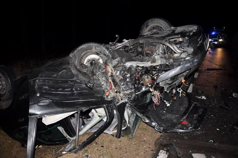 W poniedziałek po godz. 15.00 doszło do groźnego wypadku na trasie Pisz-Turośl. Zderzyły się trzy osobówki.