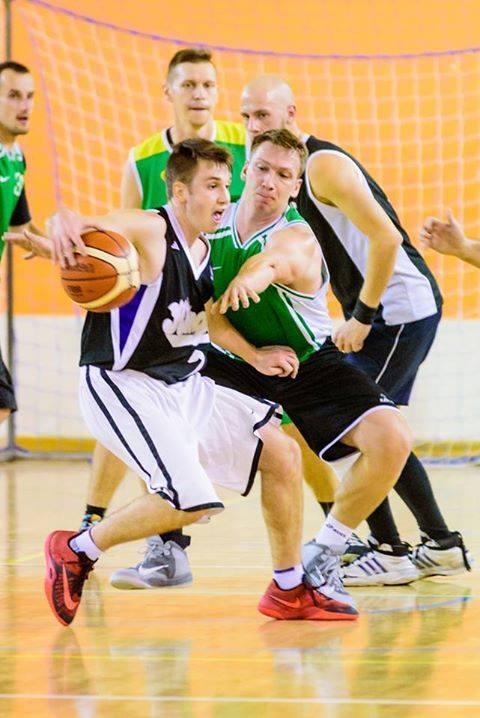 Koszykarze z Krosna Odrzańskiego przełamali się i pewnie pokonali zespół UKS Trójka.