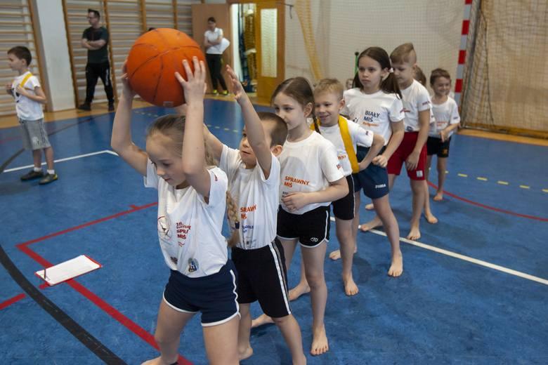 Rozpoczęliśmy kolejną edycję Białego Misia - najstarszego turnieju sportowego dla szkół w Bydgoszczy. W tym roku do rywalizacji o tytuł najlepszej szkolnej
