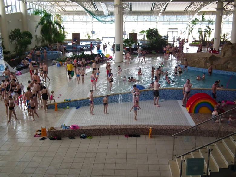 Obecny akt oskarżenia dotyczy śmierci 38-letniego mężczyzny w basenie z ciepłą wodą. Do tej tragedii doszło w lipcu 2017 roku. Z kolei wcześniej w termach wypadkowi uległ uczeń ze Śremu, który topił się w basenie w sztuczną falą.