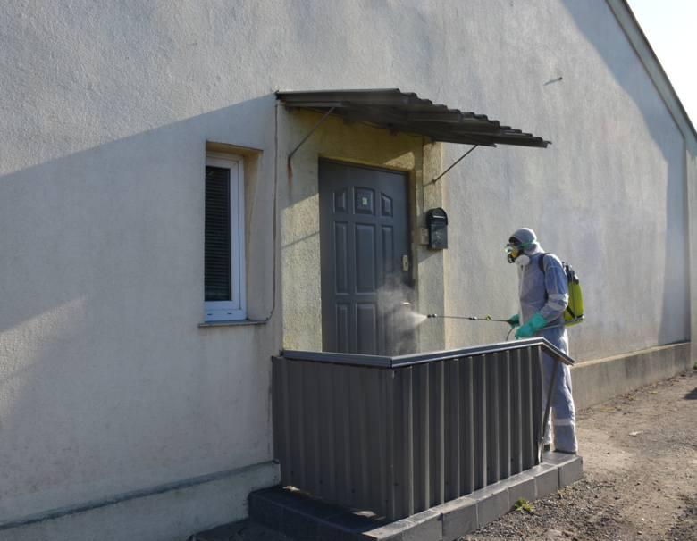 Dezynfekują poręcze, skrzynki pocztowe, kosze w budynkach komunalnych i Wspólnoty Mieszkaniowej