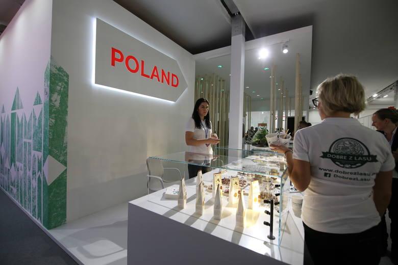 Frontowa część pawilonu polskiego