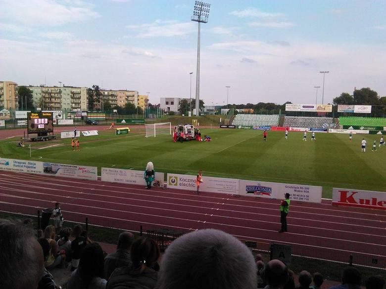 Podczas meczu Olimpii Grudziądz ze Stalą Mielec doszło do wypadku. Brazylijski napastnik Nildo próbował uderzenia piłki przewrotką, jednak niefortunnie