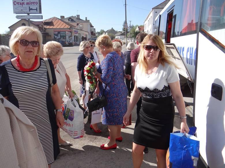 Ustronie przekazuje dary do kościoła św. Stanisława w Krzemieńcu