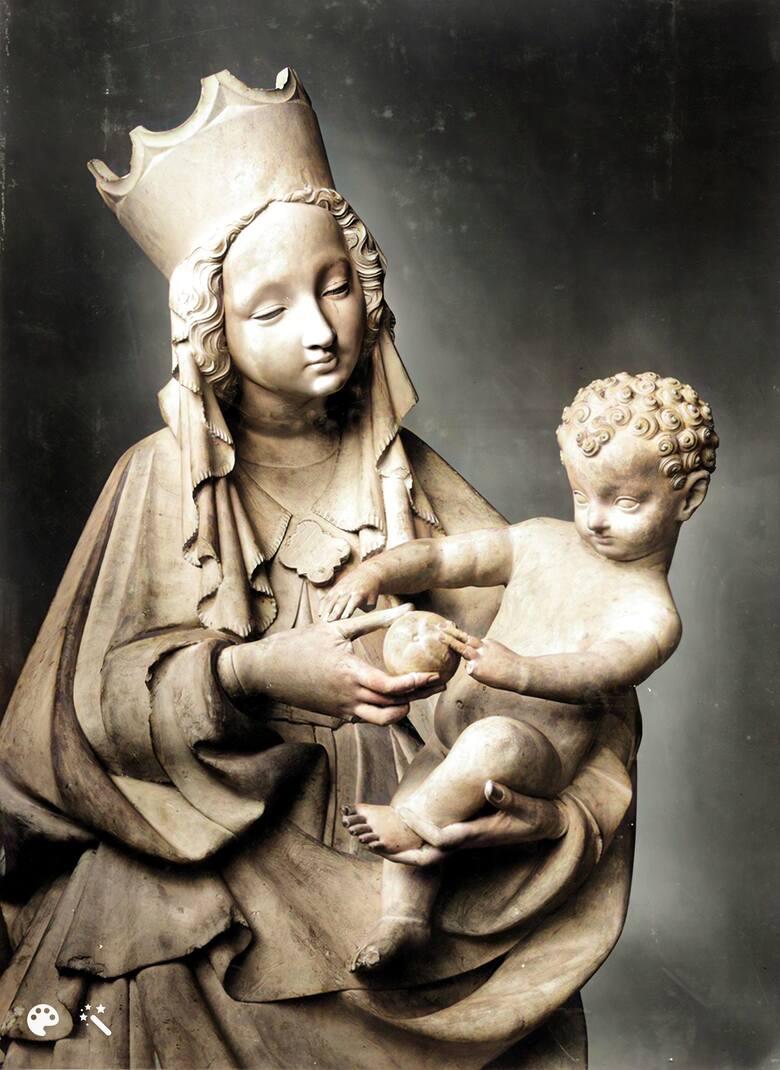 Na odnalezienie czeka nie tylko Bursztynowa Komnata. Jednym z najcenniejszych zaginionych podczas wojny zabytków jest także Piękna Madonna Toruńska. Zdjęcie z czasów okupacji, współcześnie pokolorowane