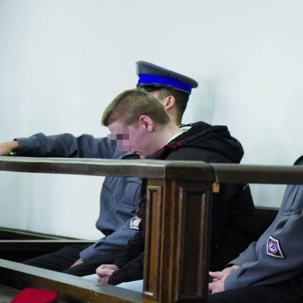 Przez całą rozprawę Michał K. milczał. A kiedy sąd ogłaszał wyrok, spuścił głowę.