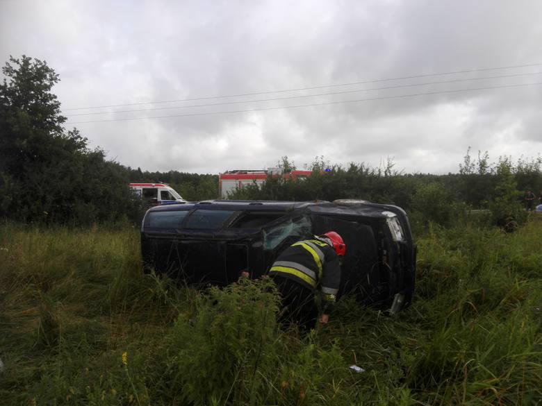 W piątek rano interweniowali na drodze Darłowo-Krupy, gdzie doszło do dachowania volkswagena golfa. Jadącą nim ranną kobietę zabrało Lotnicze Pogotowie