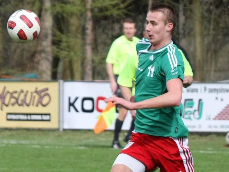 Mateusz Żak z Victorii Chróścice strzelił swoim niedawnym kolegom z Piotrówki dwa gole.