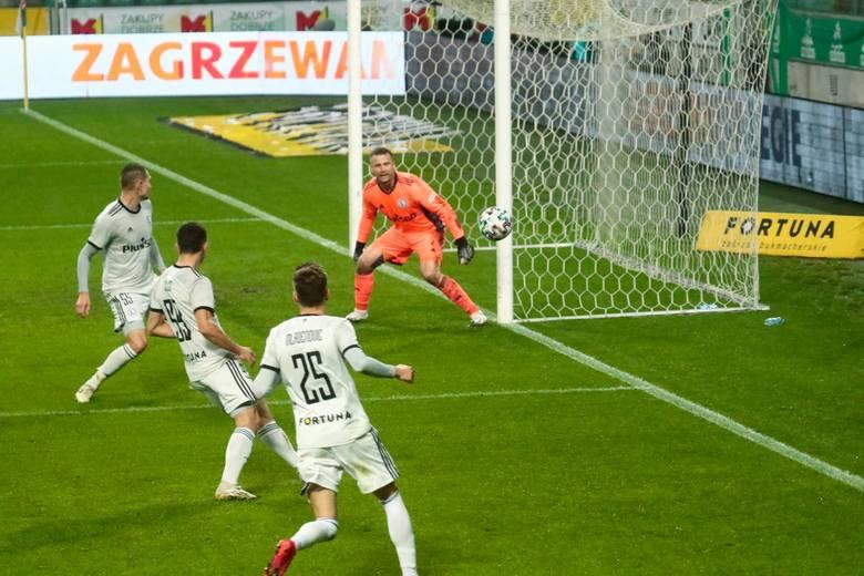 Legia Warszawa po fatalnej grze przegrała 0:3 z Qarabagiem Agdam w czwartej rundzie eliminacji Ligi Europy, decydującej o awansie do fazy grupowej. Mistrz