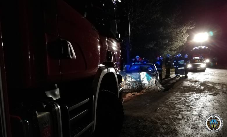 W środę około 2. w nocy doszło do wypadku na DW 648 między Nowogrodem a Chmielewem.Zdjęcia udostępnione dzięki uprzejmości: eid=ARDwHs6E846UvRUK9Pzh