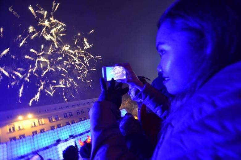 W sylwestra o północy, niedługo po życzeniach prezydenta Poznania, na placu Wolności odbędzie się pokaz pirotechniczny. Organizatorzy proszą o nie odpalanie