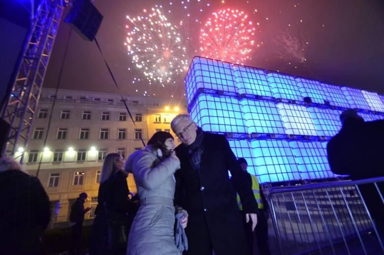 W sylwestra o północy, niedługo po życzeniach prezydenta Poznania, na placu Wolności odbędzie się pokaz pirotechniczny. Organizatorzy proszą o nie odpalanie własnych fajerwerków.