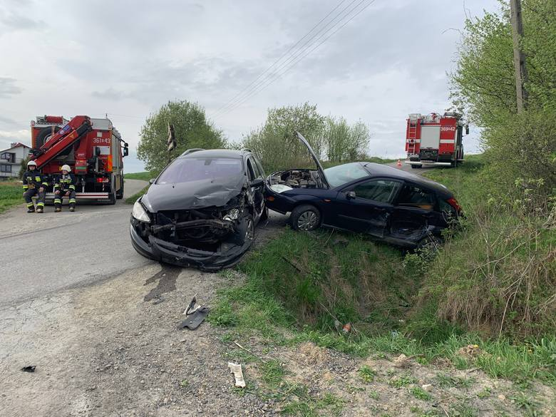 Do wypadku doszło w sobotę w Skopowie (gm. Krzywcza) w powiecie przemyskim.- Kierujący fordem, 76-letni mieszkaniec Jarosławia wyjeżdżając z drogi podporządkowanej
