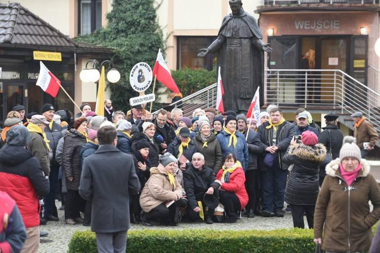 Słuchacze Radia Maryja z całej Polski przyjechali dziś (07.12) do Torunia, by świętować 28. urodziny Radia Maryja. Oto pierwsze zdjęcia z tego wydarzenia.