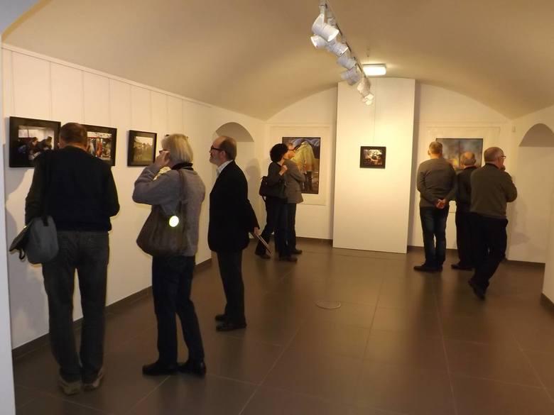 Rzeźbiarsko-fotograficzna uczta dla zmysłów w Biurze Wystaw Artystycznych w Kielcach