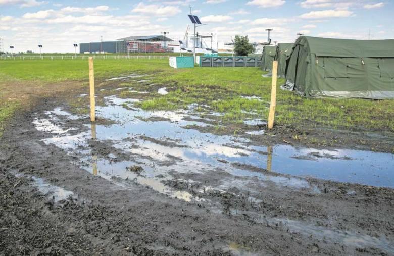 Pomimo odwodnienia terenu, w niektórych miejscach jednak stoi woda