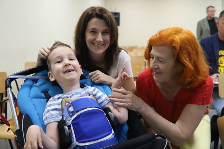 Pięcioletni Oluś z Łodzi dostał jeden z najdroższych leków na świecie. Wraz z rodziną cieszy się z efektów CZYTAJ DALEJ >>>&