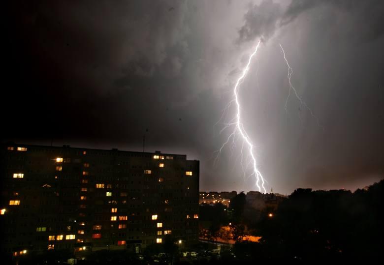 Gdzie jest burza dziś? Sezon burzowy w pełni. W wielu województwach przeszły już gwałtowne burze. Sprawdź radar burzowy online i ostrzeżenie IMGW. Znajdź
