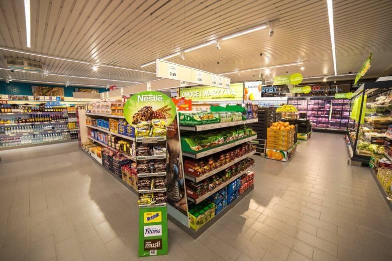 Wnętrze sklepu zostało zaprojektowane według standardów wprowadzanych we wszystkich krajach, gdzie funkcjonuje sieć.