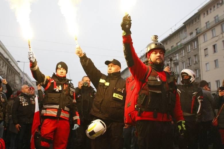 Marsz Niepodległości 2018 ZDJĘCIA WIDEO FOTORELACJA Ile ludzi 11.11 na marszu w Warszawie? Szacunkowe dane policji. Święto Niepodległości