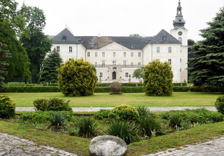 Barokowy pałac w Zaborze to jeden z najpiękniejszych architektonicznych zabytków w Lubuskiem. Obecnie mieście się tam Centrum Leczenia Dzieci i Młodzieży.