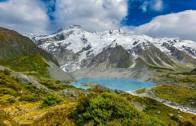 Skoro na dole pogoda jest letnia, niedzielni turyści wyruszają w Tatry w adekwatnych strojach. Na górze czeka ich jednak niemiła niespodzianka – jeszcze