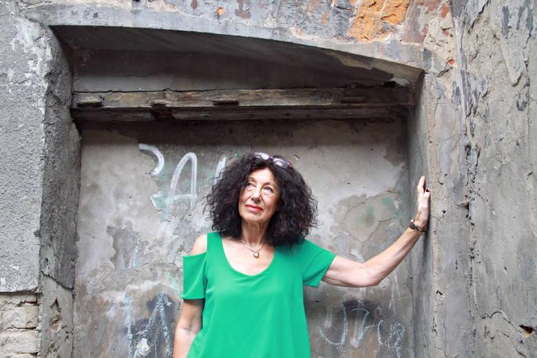 Zofia Sznajdman-Rydz na ulicy Lubartowskiej, gdzie kiedyś mieszkała jej rodzina.