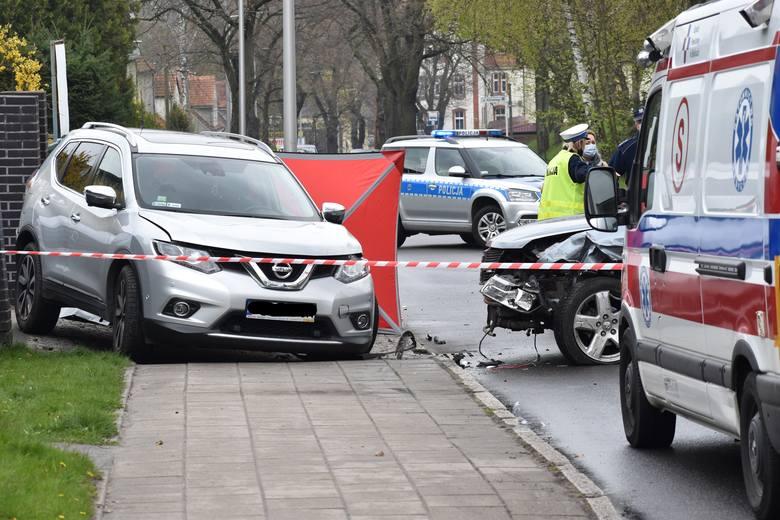 Na ulicy Piastów w Krośnie Odrzańskim zderzyły się dwa samochody. Jeden z nich wpadł na pobliską posesję, gdzie stał 39-letni mężczyzna. Mieszkaniec