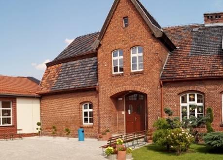 NIEPUBLICZNA SZKOŁA PODSTAWOWA W GRODZISKU, Szkoła RokuPlacówka istnieje w Grodzisku od ponad 100 lat. W 2005 r. zapadła decyzja o jej likwidacji. Wtedy