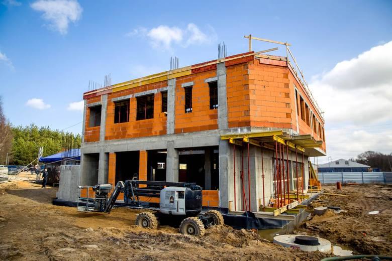 Koszt inwestycji to prawie 7,6 mln zł. Budowa zakończy się w grudniu 2019 roku.Wideo znajduje się pod trzecim zdjęciemCZYTAJ TEŻ:Poziom wykształcenia