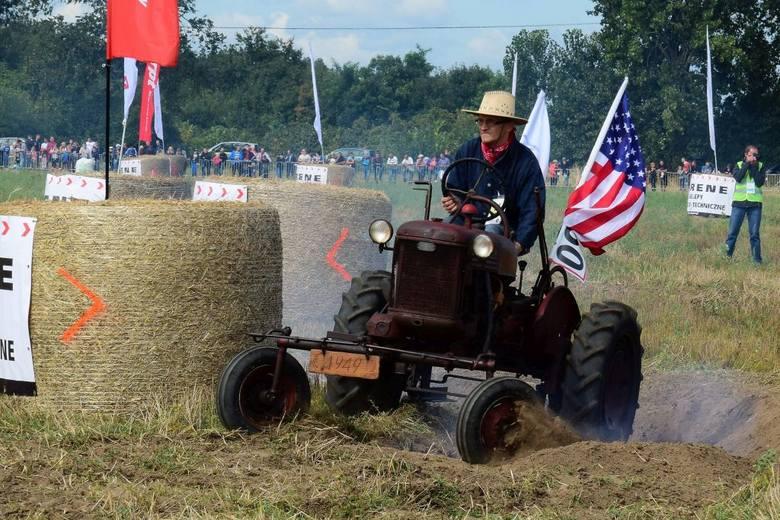Sporo się działo w trakcie ósmej edycji Wyścigów Traktorów w Wielowsi. Tłumy widzów, kobiety na traktorach, zabytkowe ciągniki i nowoczesne maszyny,
