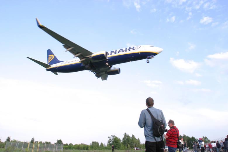 Spotterzy potrafią godzinami czekać na samoloty. Na zdjęciu F-16 lecące do Łasku