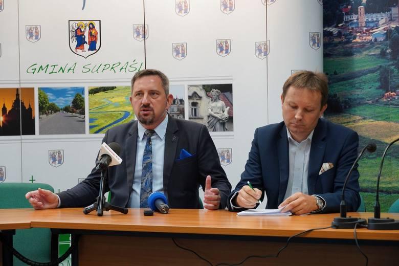 Mieszkańcy Supraśla znów mają problem z dojazdem do szkół i do pracy w Białymstoku. Radosław Dobrowolski, burmistrz (z lewej)  szuka rozwiązania problemu.