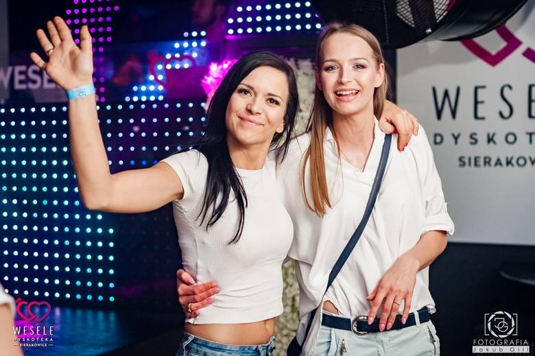 Fotogaleria z weekendowego koncertu zespołu Playboys w Dyskotece Wesele w Sierakowicach.