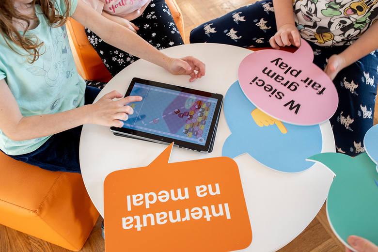 Zgłoś szkołę do programów Fundacji Orange i wzmocnij kompetencje cyfrowe uczniów i nauczycieli!