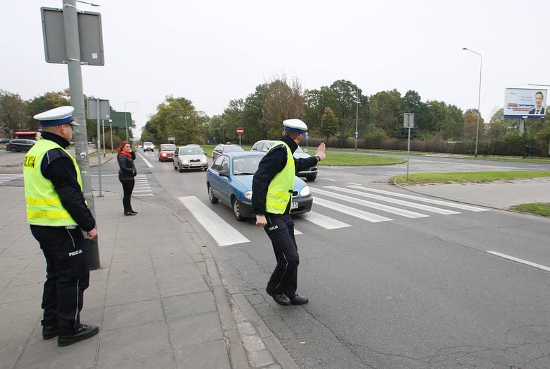 W ścisłym centrum miasta policjanci raczej nie zwrócą nam uwagi, że jedziemy lewym pasem. Ale  na dłuższych odcinkach możemy mieć problem, aby logicznie