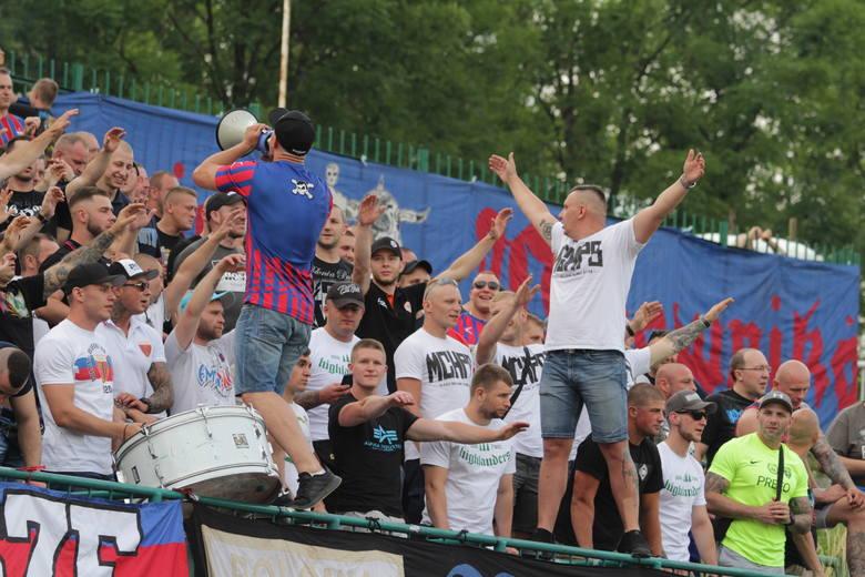 Polonia Bytom awansowała do III ligi. Radość piłkarzy i kibiców Polonii była olbrzymia